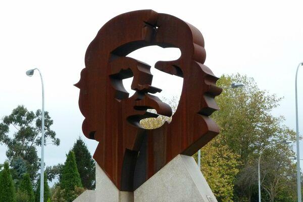 Escultura de Ernesto 'Che' Guevara en Oleiros, La Coruña, Galicia.  - Sputnik Mundo
