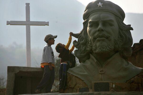 Ernesto 'Che' Guevara en La Higuera, Bolivia.  - Sputnik Mundo