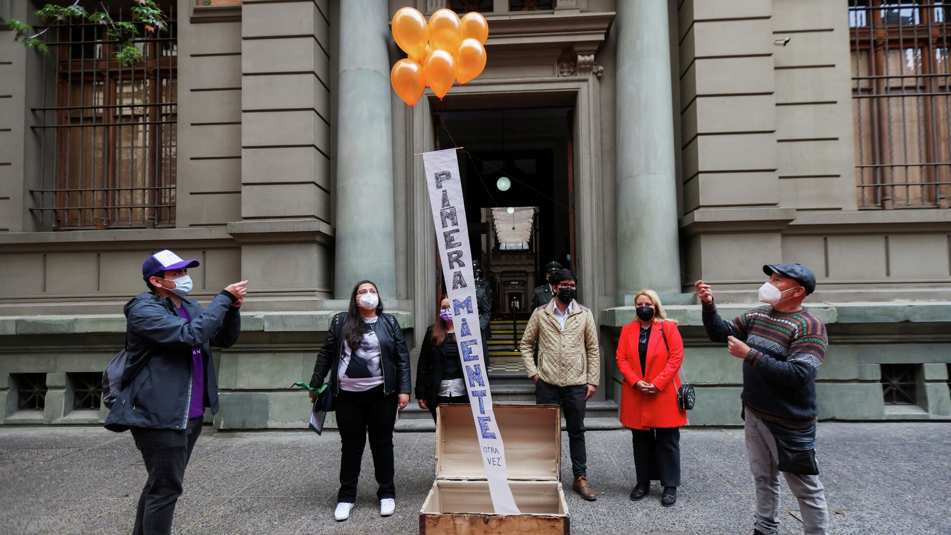 Protesta contra el presidente de Chile, Santiago Piñera, en Santiago, Chile - Sputnik Mundo, 1920, 08.10.2021