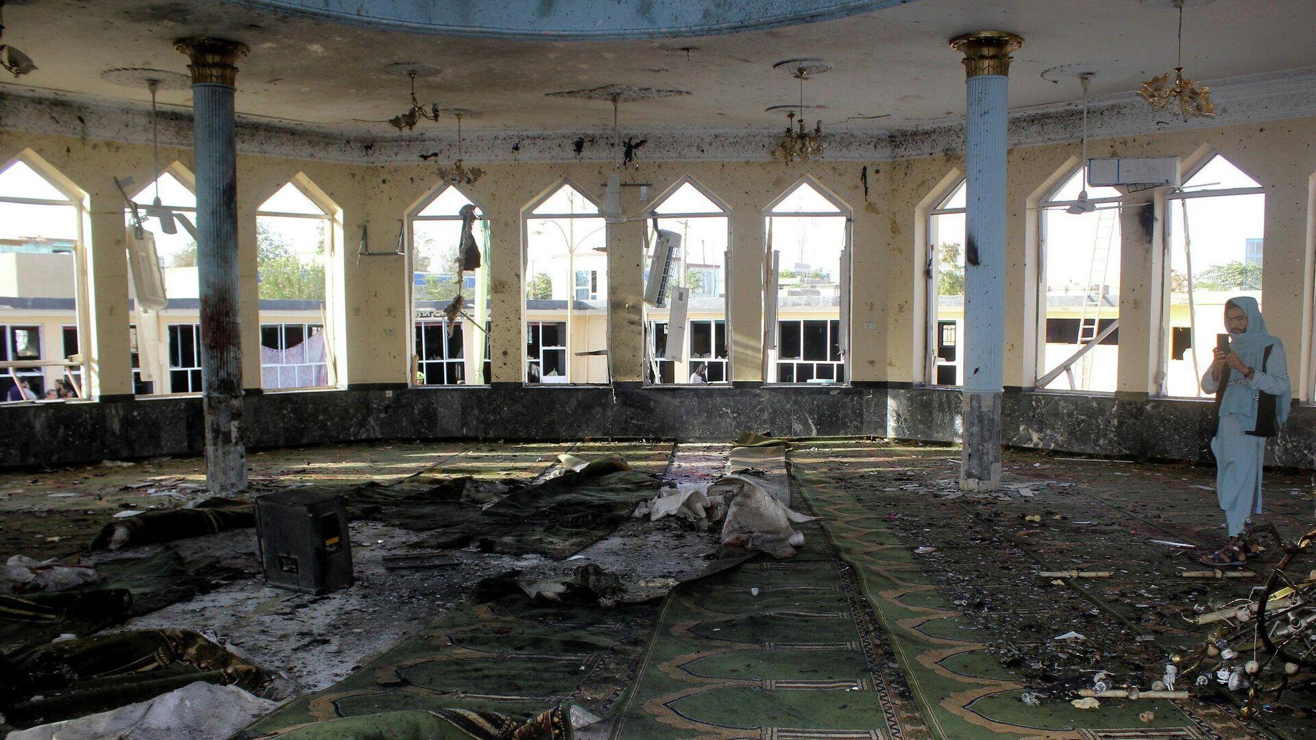 Consecuencias de explosión en una mezquita en Kunduz, Afganistán - Sputnik Mundo, 1920, 09.10.2021