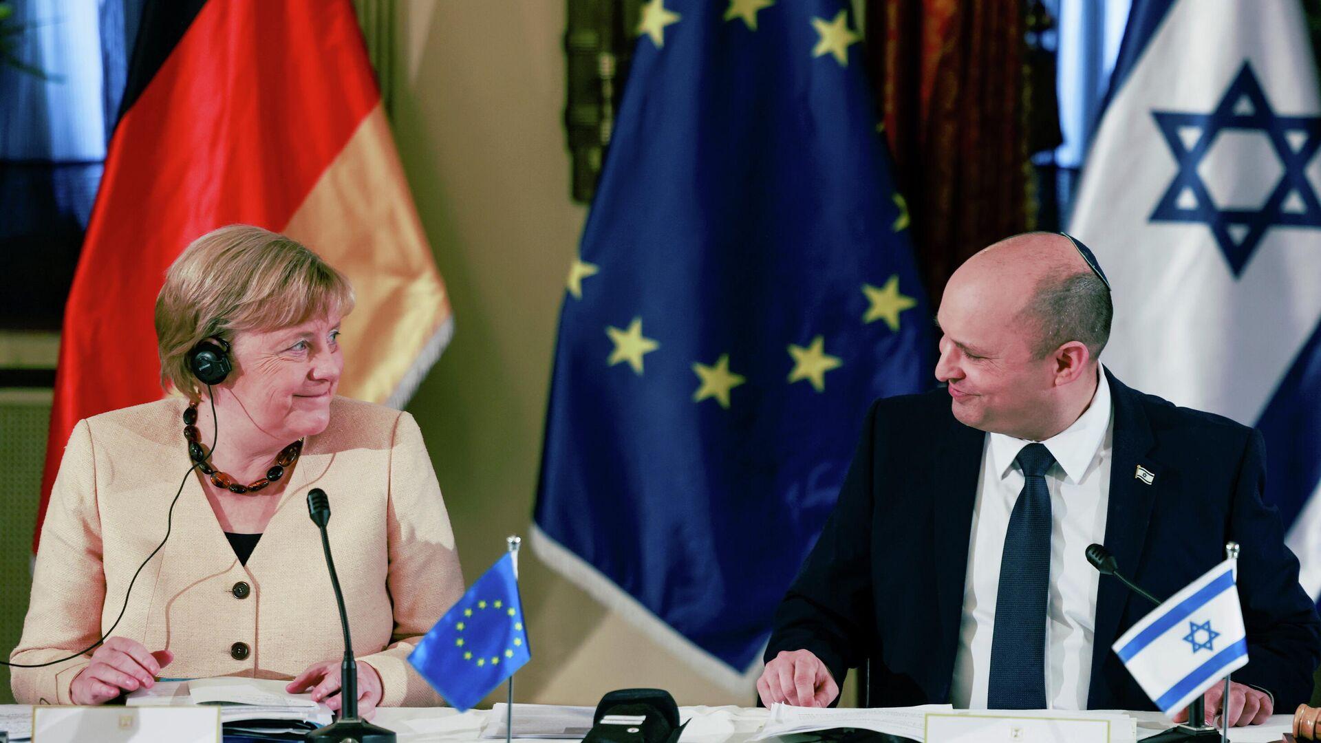 La canciller alemana, Angela Merkel, y el primer ministro israelí, Naftali Bennett  - Sputnik Mundo, 1920, 10.10.2021