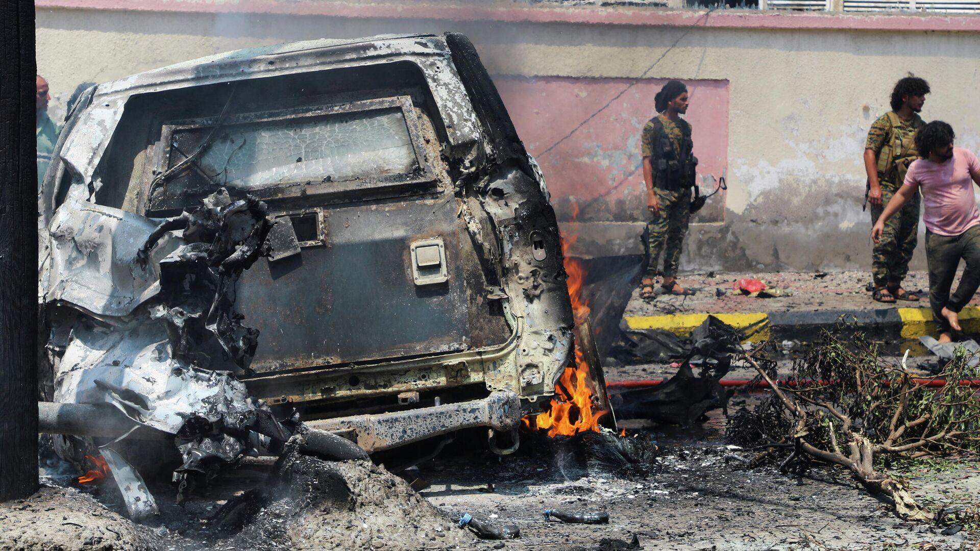 Un vehículo cargado de explosivos estalla en Adén, Yemen - Sputnik Mundo, 1920, 10.10.2021