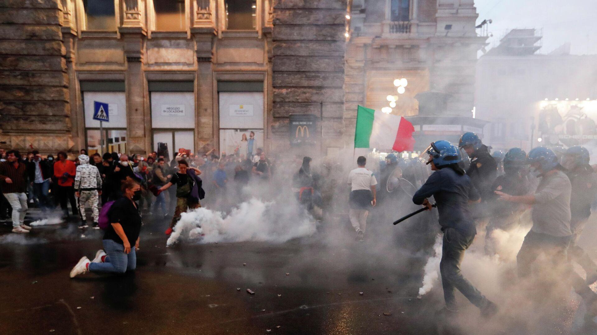 Protestas en Italia contra el pase sanitario - Sputnik Mundo, 1920, 11.10.2021