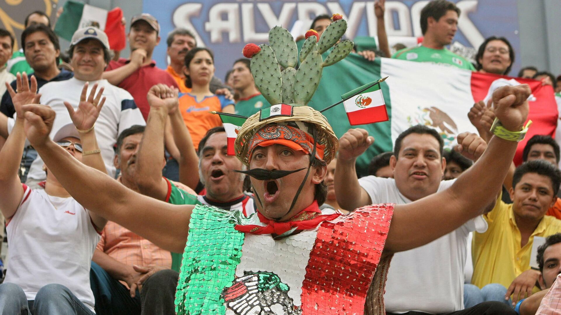 Mexicanos festejan en partidio de la Selección Mexicana - Sputnik Mundo, 1920, 12.10.2021