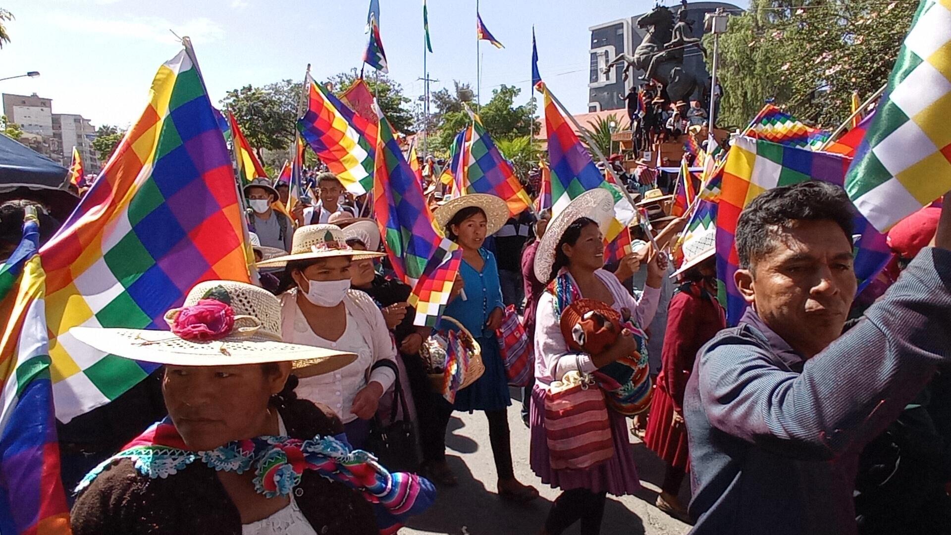 Marcha en defensa de la wiphala en Bolivia - Sputnik Mundo, 1920, 13.10.2021
