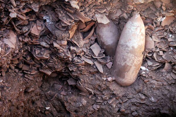 Durante las excavaciones también se encontraron prensas de vino construidas hace más de 2.300 años. Eso demuestra la continuidad de la tradición vinícola de la región. - Sputnik Mundo