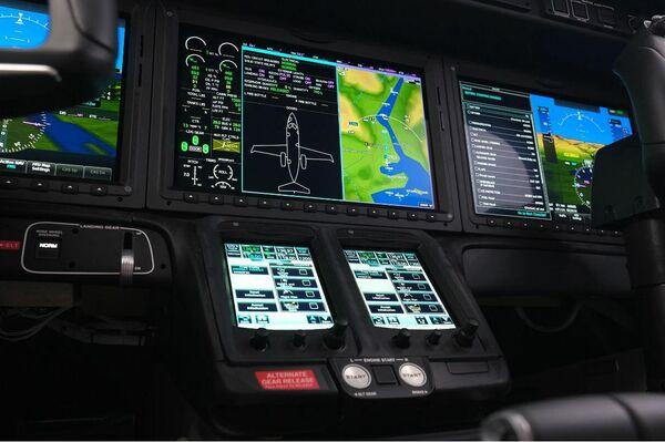 Panel de control en la cabina de piloto del nuevo HondaJet 2600 - Sputnik Mundo
