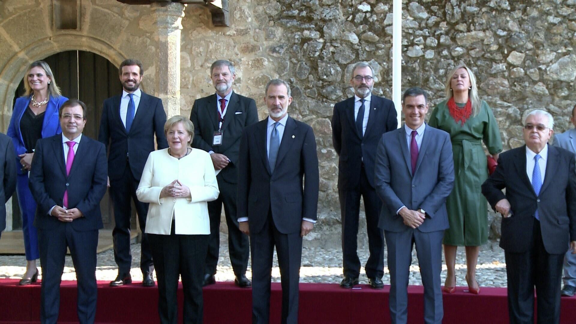 Angela Merkel, junto a Felipe VI, Pedro Sánchez y Guillermo Fernández Vara en el Monasterio de Yuste - Sputnik Mundo, 1920, 14.10.2021