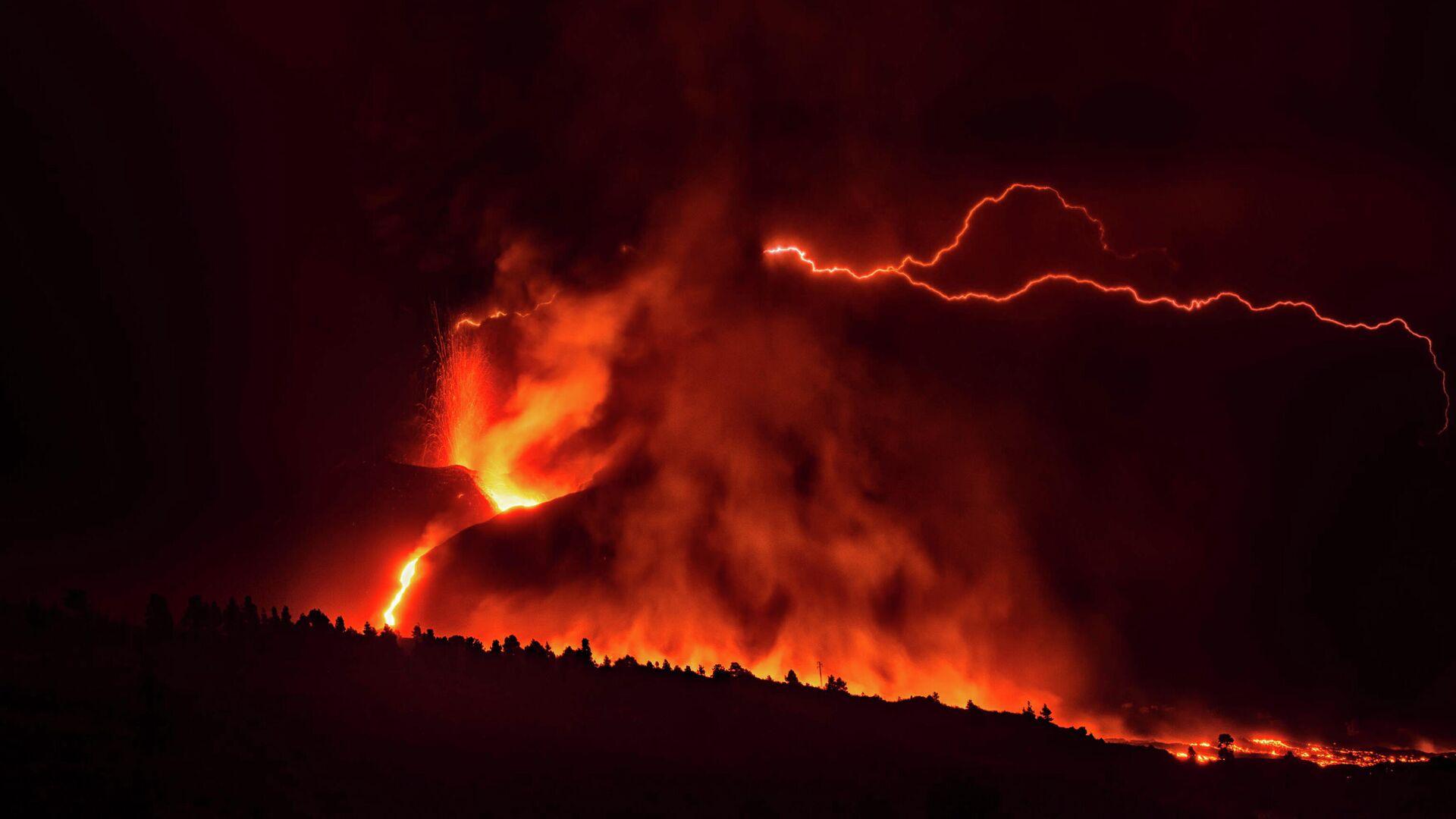 El volcán de Cumbre Vieja - Sputnik Mundo, 1920, 14.10.2021