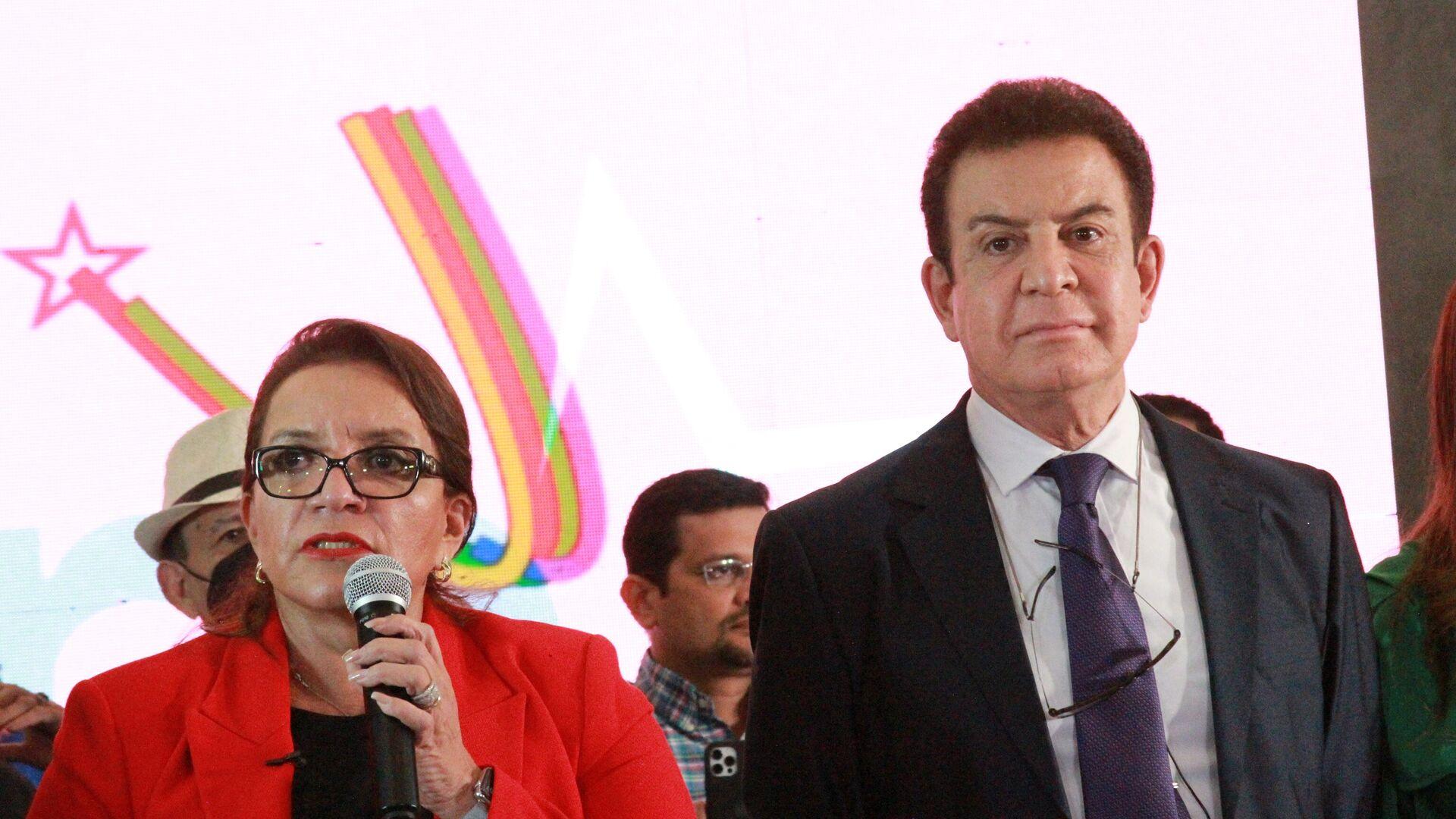 La candidata de la izquierda hondureña Xiomara Castro, junto a Salvador Nasralla - Sputnik Mundo, 1920, 14.10.2021