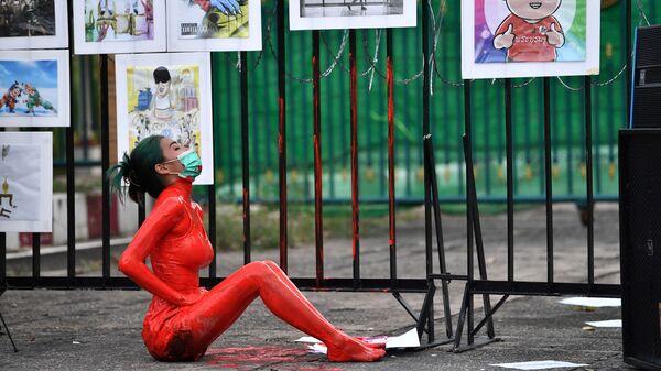 Демонстрация против правительства премьер-министра Таиланда и в поддержку освобождения политических заключенных у следственной тюрьмы Бангкока - Sputnik Mundo