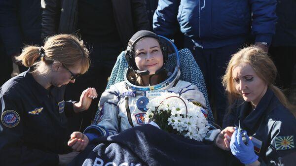 Член съемочной группы фильма Вызов актриса Юлия Пересильд после посадки спускаемого аппарата транспортного пилотируемого корабля Союз МС-18 - Sputnik Mundo
