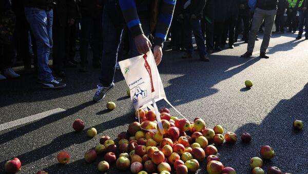Productores de fruta y verdura polacos protestan en Varsovia contra el embargo ruso (Archivo) - Sputnik Mundo