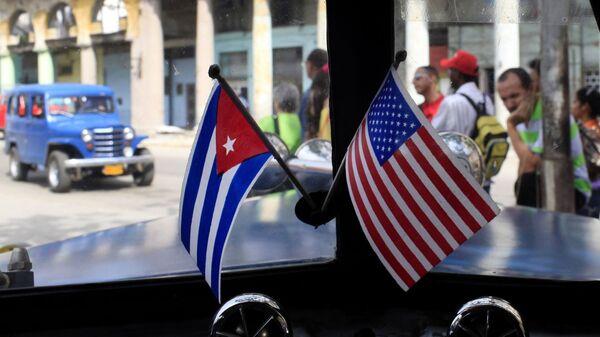 Banderas de Cuba y EEUU - Sputnik Mundo