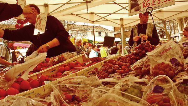 Agricultores franceses denuncian el fuerte impacto del embargo alimentario ruso - Sputnik Mundo