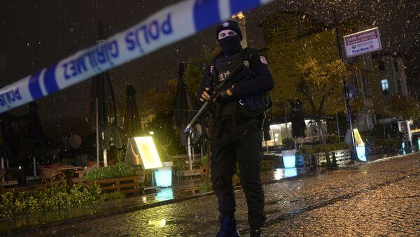 Un policía muerto en un atentado suicida contra una comisaría en Estambul - Sputnik Mundo