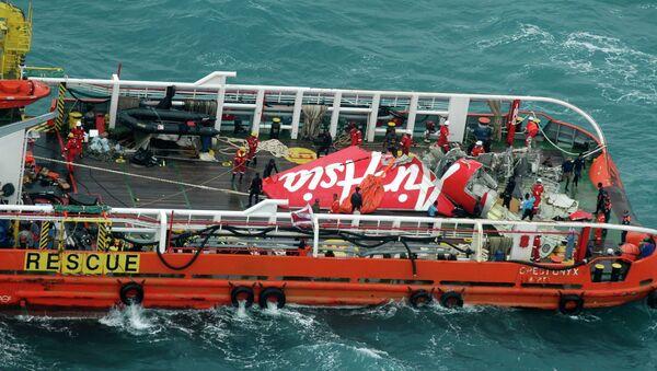 Cola del avión de AirAsia siniestrado en el mar de Java - Sputnik Mundo