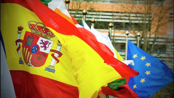 Флаг Испании на фоне флагов стран ЕС - Sputnik Mundo