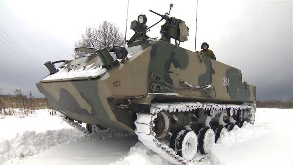 Militares rusos realizan las pruebas del blindado multipropósito Rakushka - Sputnik Mundo