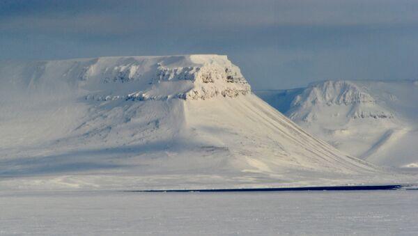 Paracaidistas y geógrafos rusos realizarán en 2015 una maniobra conjunta en el Ártico - Sputnik Mundo