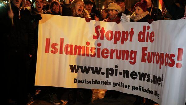 Анти-исламский митинг в Кельне, Германия, 5 января 2015 - Sputnik Mundo