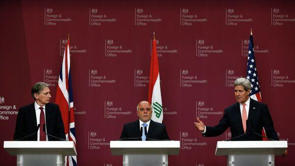 Philip Hammond, Haidar Al Abadi y John Kerry - Sputnik Mundo