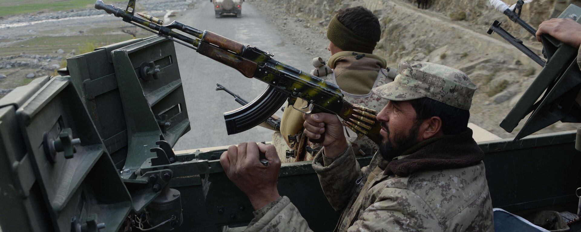 Fuerzas gubernamentales afganas durante una operación militar contra los talibanes - Sputnik Mundo, 1920, 27.09.2021