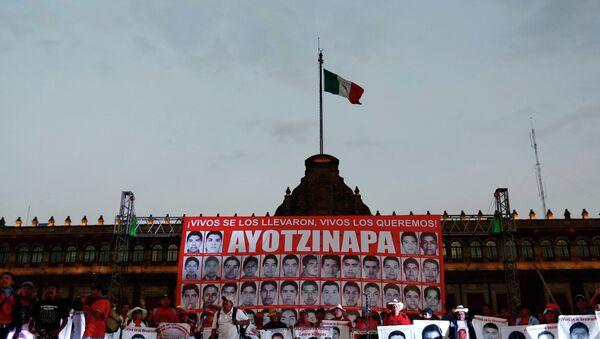 Marcha en Ciudad de México para conmemorar cuatro meses de la masacre de estudiantes en Iguala - Sputnik Mundo