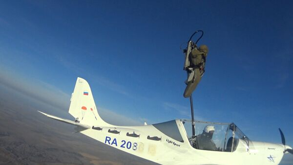 Prueba de sistema ruso de eyección para aviones civiles extraligeros - Sputnik Mundo