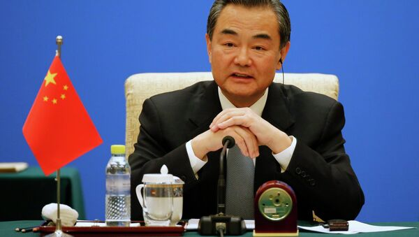 Chinese Foreign Minister Wang Yi speaks during the 13th Russia-India-China Foreign Ministers' Meeting, at Diaoyutai State Guesthouse in Beijing - Sputnik Mundo