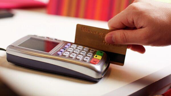 Rusia lanza un sistema de tarjetas de pago alternativo a Visa y MasterCard - Sputnik Mundo