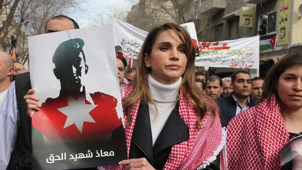 Rania, reina de Jordania, durante una manifestación contra las acciones del EI - Sputnik Mundo