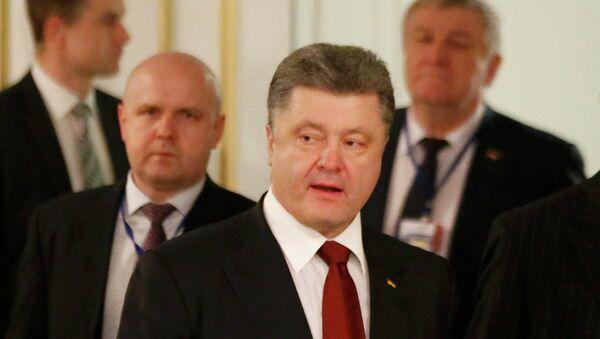 Ukrainian President Petro Poroshenko (front) in Minsk, February 12, 2015 - Sputnik Mundo