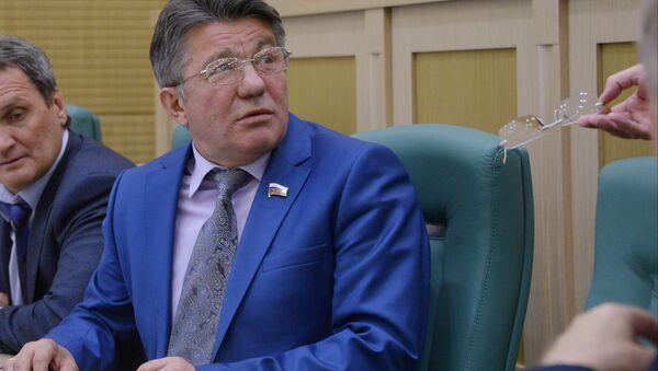 Víctor Ozerov, presidente del comité del Senado de Rusia sobre Defensa y Seguridad - Sputnik Mundo