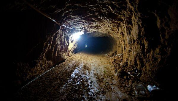 Dos palestinos mueren en túneles subterráneos entre Gaza y Egipto - Sputnik Mundo