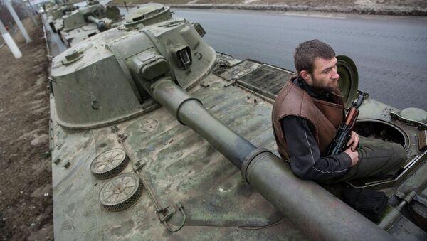 Las milicias de Donetsk anuncian la retirada de los últimos convoyes de sus armas pesadas - Sputnik Mundo