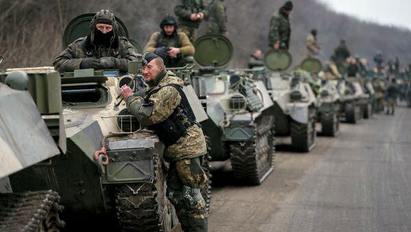 Miembros de las fuerzas armadas ucranianas - Sputnik Mundo
