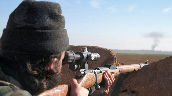 A militant fighter aims a sniper rifle during during fighting in Tal Tamr, Hassakeh province, Syria - Sputnik Mundo