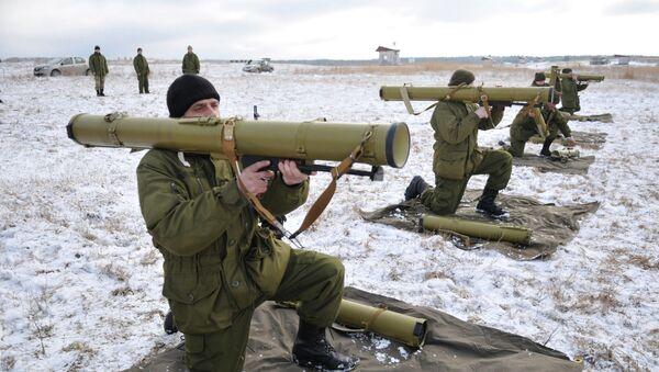 Militares ucranianos durante los ejercicios en el oeste de Ucrania - Sputnik Mundo