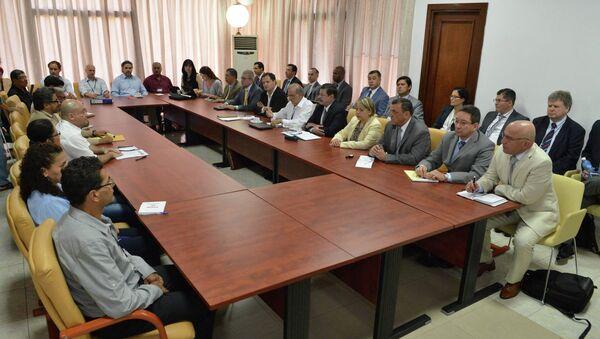 Colombia's government negotiators attend peace talks with the FARC guerrillas negotiators in Havana - Sputnik Mundo