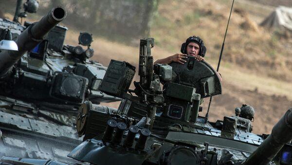 Carros de combate T-80 del Ejército ruso - Sputnik Mundo