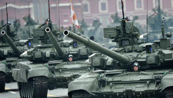 Tanques rusos Т-90 (archivo) - Sputnik Mundo