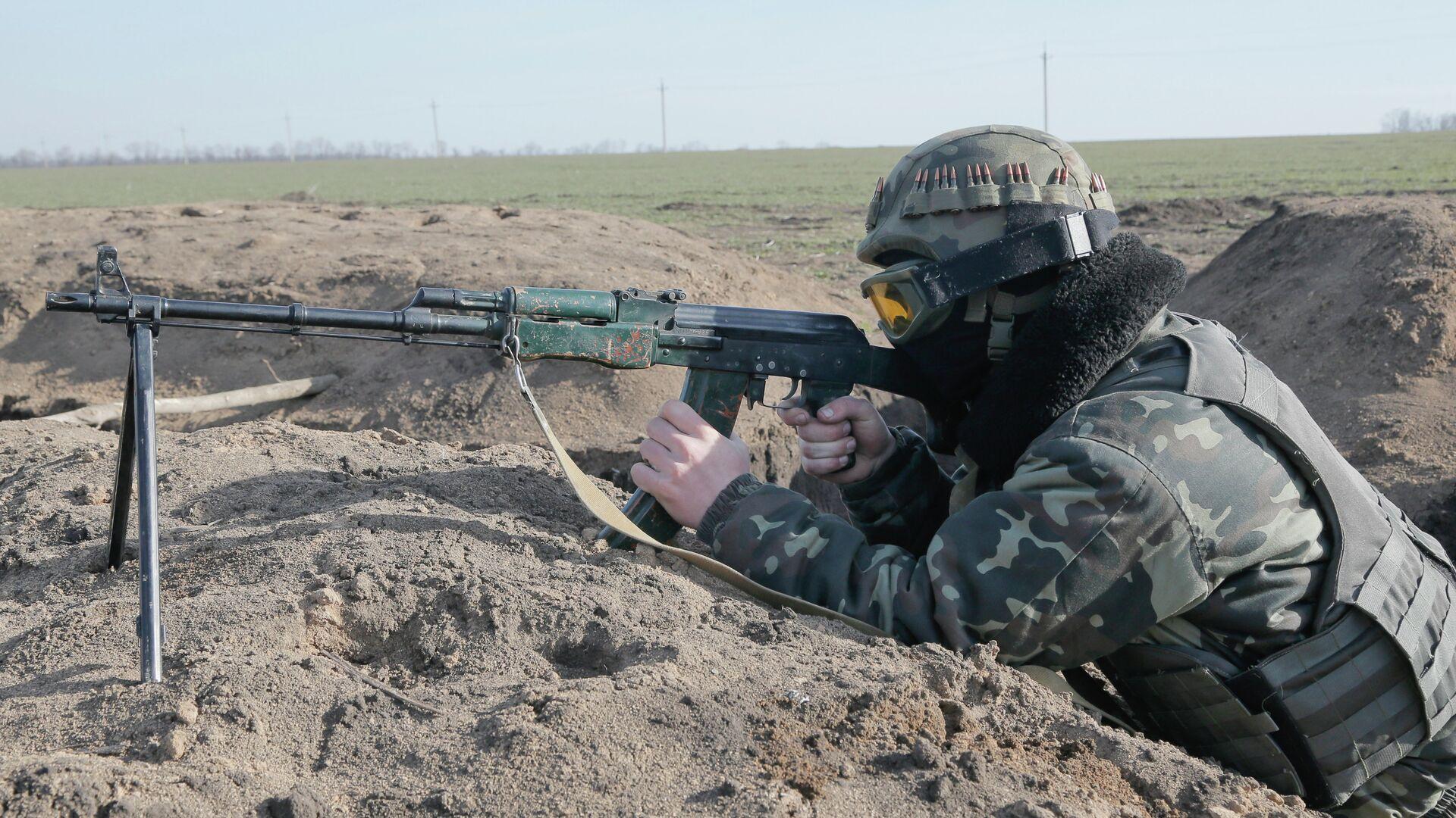 Un soldado ucraniano - Sputnik Mundo, 1920, 02.09.2021