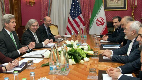 Secretario de Estado de EEUU, John Kerry y ministro de Exteriores de Irán, Mohammad Javad Zarif - Sputnik Mundo