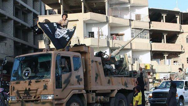 Militantes del grupo terrorista Daesh (archivo) - Sputnik Mundo