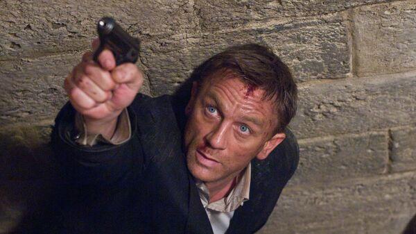 Daniel Craig stars as James Bond 007 in pursuit of an Mi6 traitor in a scene from Quantum of Solace - Sputnik Mundo