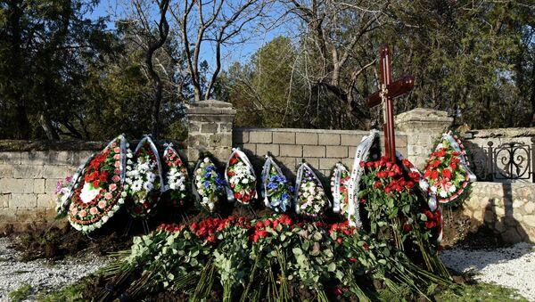 El hijo de Yanukóvich recibe sepultura en Crimea - Sputnik Mundo