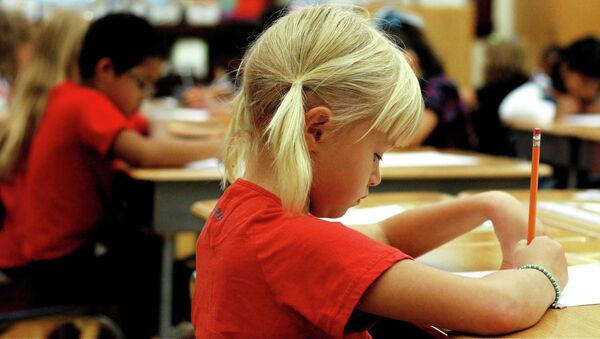 Save the Children denuncia que las tasas de fracaso escolar en España son alarmantes - Sputnik Mundo