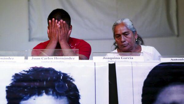 Familiares de los estudiantes desaparecidos de Ayotizinapa - Sputnik Mundo