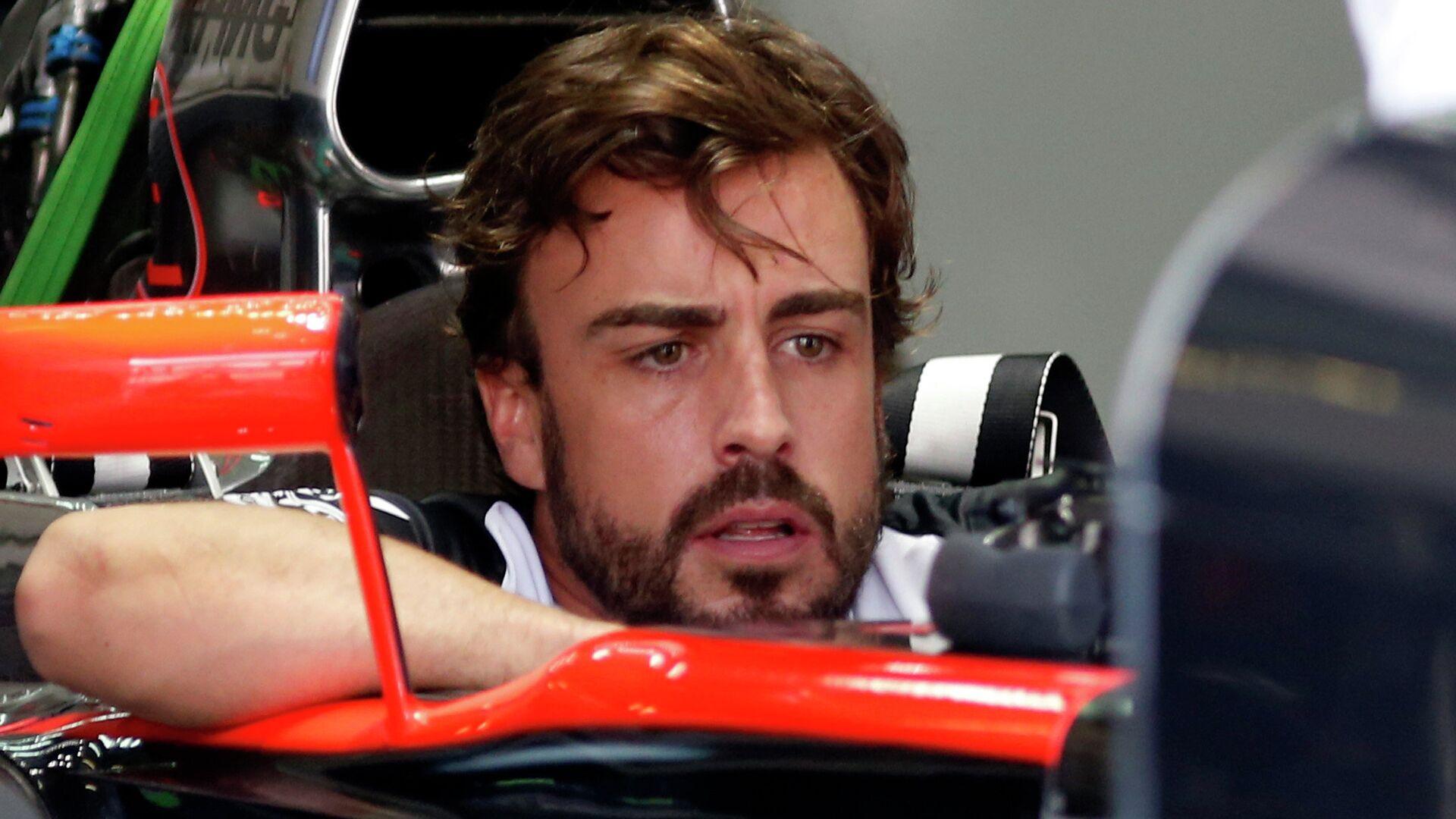 Fernando Alonso, durante el GP de Malasia en 2015 - Sputnik Mundo, 1920, 12.02.2021